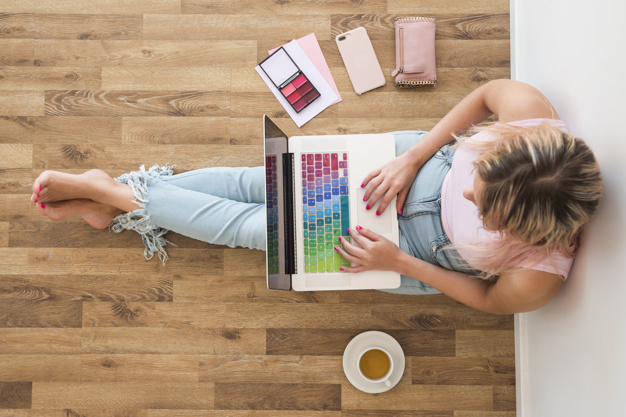 Laptop, blogbejegyzés